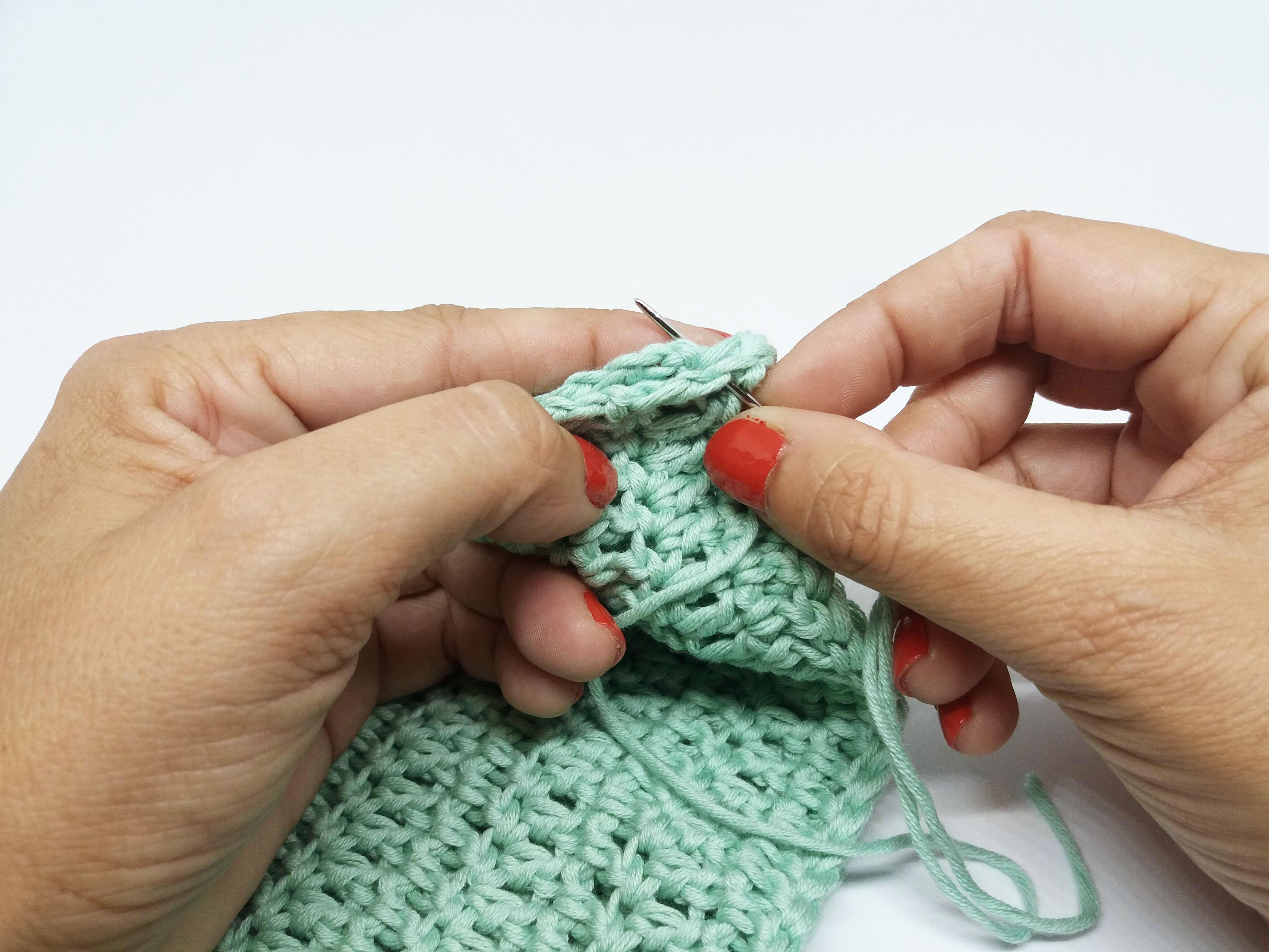 Cómo coser piezas de crochet con aguja lanera | The Blog - ES